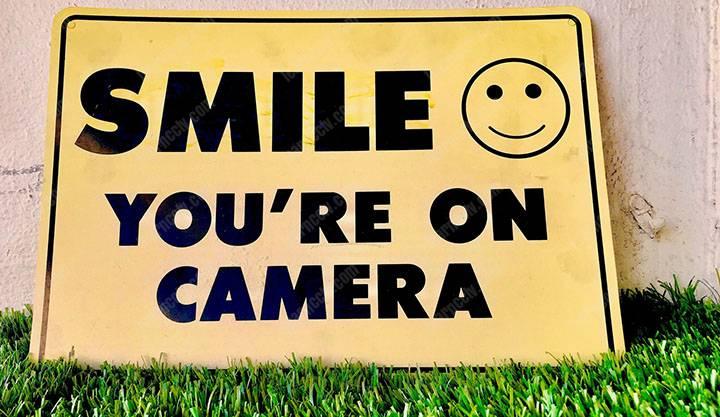 Mỉm cười bạn trên máy ảnh