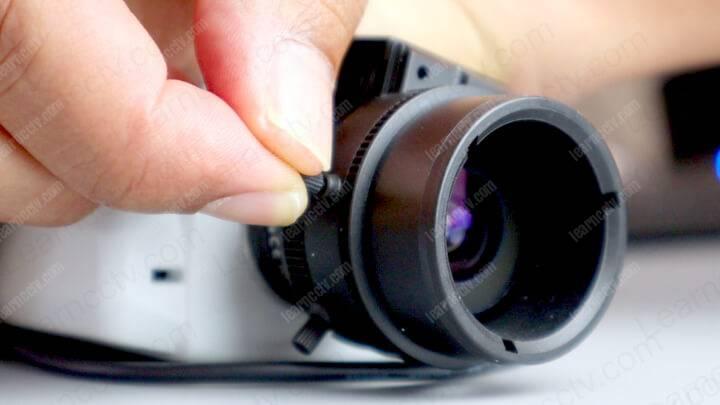 Lens puller
