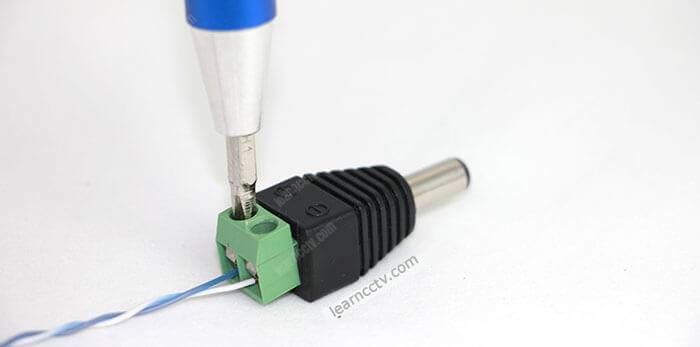 Güç kaynağı konektörü